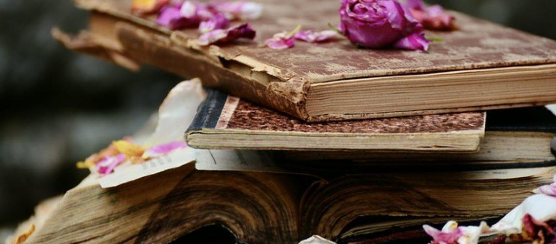 Böcker och blomblad